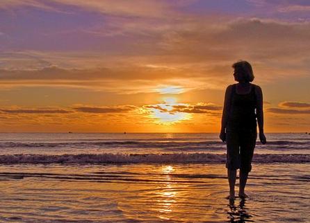 fee photo woman beach